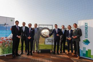 COO of KLM, Pieter Elbers, sounds gong at the KLM Open Placeholder